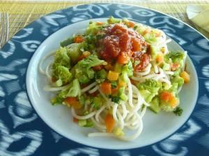 spaghetti de quinoa com legumes