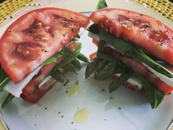 salada caprese aspargos
