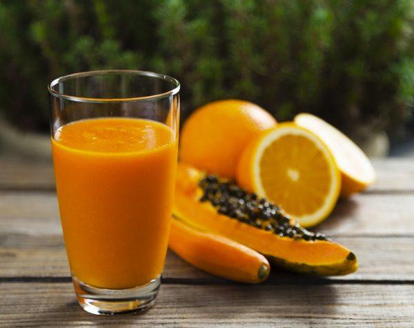 sucos para manter o bronzeado papo gula - cenoura, mamão e laranja